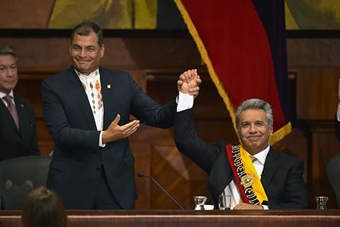 Presidente-de-Ecuador,-Lenin-Moreno,-recibe-el-Baston-Espiritual