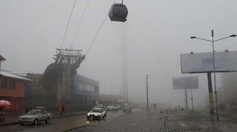 Cae-una-copiosa-nevada-en-El-Alto-y-suspenden-vuelos-en-el-aeropuerto-por-dos-horas