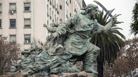 Moveran-monumento-de-Juana-Azurduy