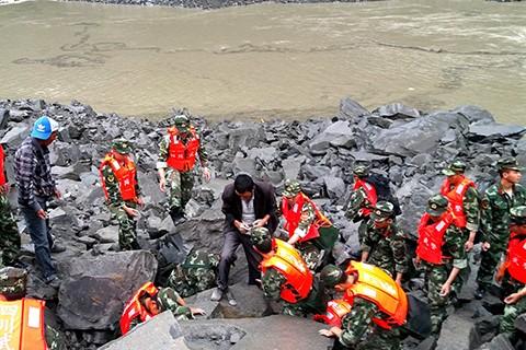 Deslizamiento-de-tierra-deja-15-muertos-y-mas-de-100-desaparecidos-en-China