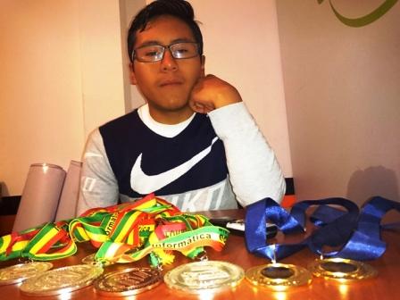 YPFB-apoya-a-joven-que-va-a-olimpiada-cientifica