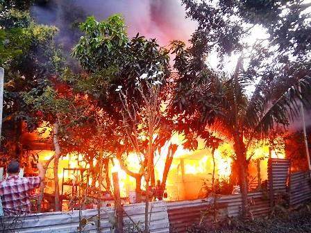 -Incendio-consume-viviendas-