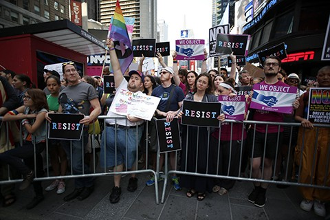 Repudian-veto-de-Trump-a-transexuales-