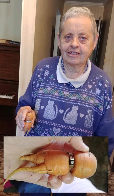 Pierde-su-anillo-y-lo-encuentra-en-una-zanahoria-13-anos-despues