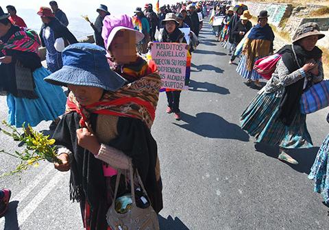 Mujeres-de-Achacachi-se-movilizan-y-quieren-hablar-con-la-esposa-del-Vice