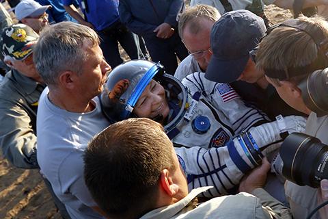Whitson,-la-astronauta-con-mas-tiempo-en-el-espacio-regresa-a-la-Tierra