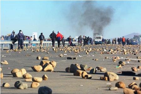 Transportistas-exigen-parar-conflicto-en-Achacachi