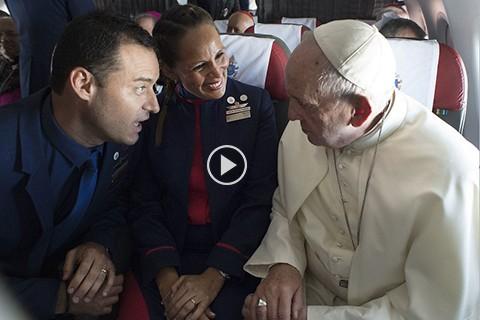 El-Papa-casa-a-pareja-a-bordo-de-avion-mientras-volaba-a-Iquique