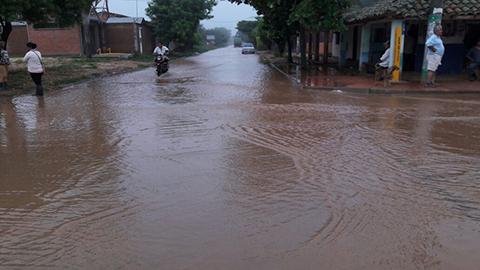 Puerto-Pailas-esta-inundado-y-los-pobladores-piden-ayuda