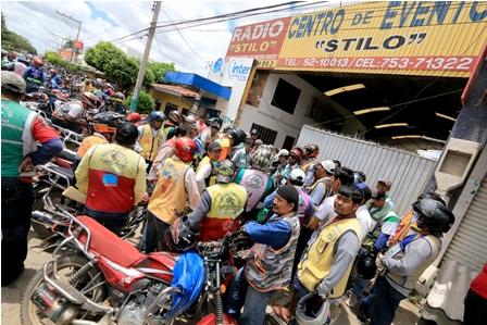 Mototaxis-quieren-subir-Bs-1-al-pasaje