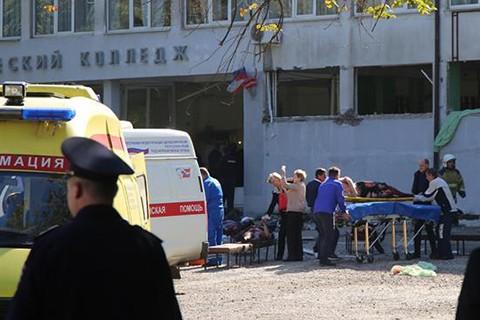 Un-estudiante-mata-al-menos-18-personas-en-un-instituto-de-Crimea-con-una-bomba-y-un-fusil