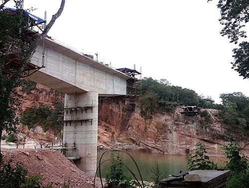 -Construccion-del-puente-sobre-el-Rio-Grande-en-Santa-Cruz-tiene-un-90%-de-avance