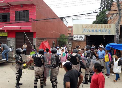 Reportan-enfrentamientos-entre-comerciantes-y-gendarmes-en-el-Plan