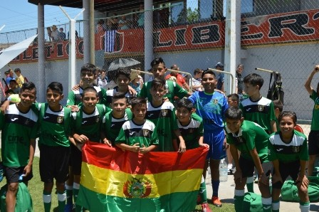 Bolivia-2022,-arrasante-debut-