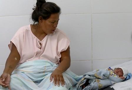 Tuvo-su-bebe-en-el-bano-y-se-desvelan-falencias-en-salud-en-D-6