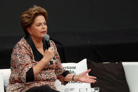 Rousseff-y-Fernandez-lanzan-dardos-en-un-foro