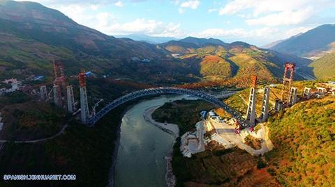 China-construye-puente-ferroviario-de-mayor-arcada-del-mundo