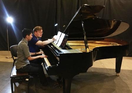 Pianomania-se-instala-en-el-Goethe-Zentrum