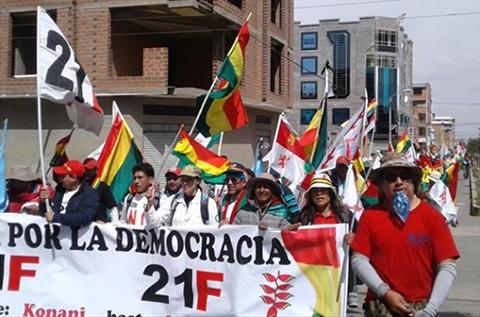 La-marcha-en-defensa-del-21--F-llega-a-La-Paz-y-el-Conade-denuncia-represion-policial