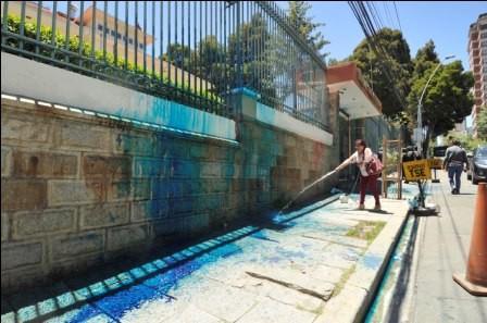 Pintan-de-azul-el-TSE-como-protesta