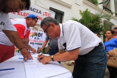 Firmas-a-la-OEA,-Civico-presentara-los-libros-en-EEUU