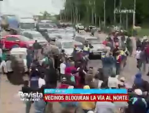 Padres-de-Familia-bloquean-la-ruta-a-Montero