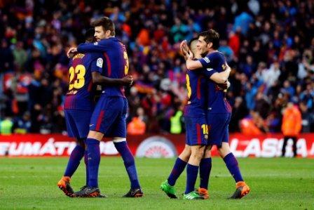 De-la-mano-de-Messi