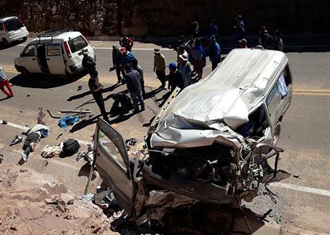 Accidente-de-minibus-deja-13-personas-fallecidas-en-el-norte-de-Potosi