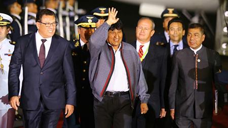 Un-periodista-estadounidense-denuncia-que-el-edecan-de-Evo-Morales-lo-golpeo-en-la-nariz-