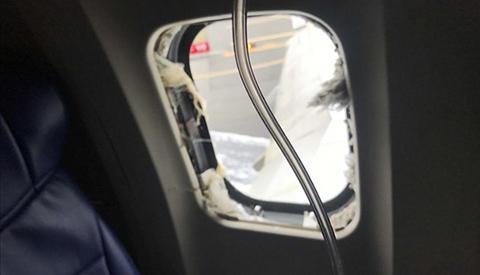 Una-mujer-muere-tras-casi-salir-expulsada-por-la-ventana-de-un-avion