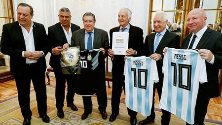 Delegados-de-Argentina,-Uruguay-y-Paraguay-presentan-su-candidatura-como-sedes-del-mundial-de-futbol-2030-