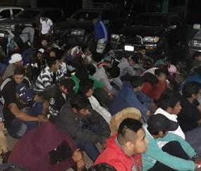 390-personas-fueron-arrestadas-en-una-redada-policial,-realizada-en-una-discoteca-frecuentada-por-pandilleros