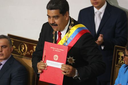 Asume-Maduro-en-una-jura-sin-opositores