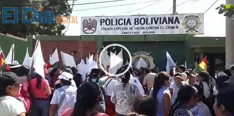 Marcha-de-mujeres-gremialistas-de-La-Ramada-llega-a-la-Felcc