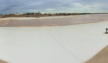 Playa-Turquesa,-toma-cuerpo-la-laguna-artificial-mas-grande-del-mundo-despues-de-Dubai