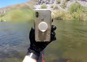 Bloguero-encuentra-un-iphone-X-que-sobrevivio-dos-semanas-bajo-el-agua-en-un-rio