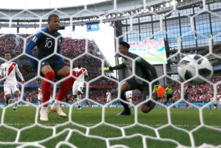 Francia-elimina-a-Peru