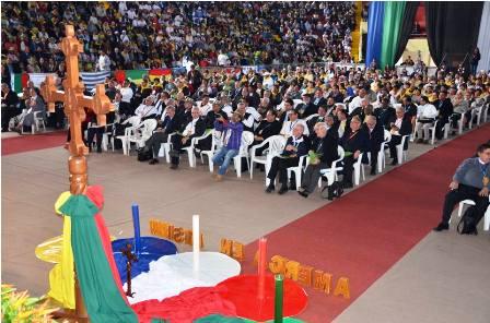 Eucaristia-a-los-pies-del-Cristo-Redentor