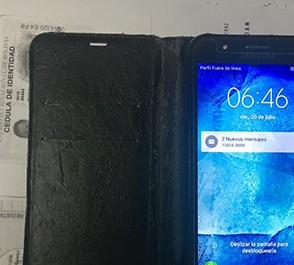 Pasajero-pierde-su-vuelo-por-robar-un-telefono-celular