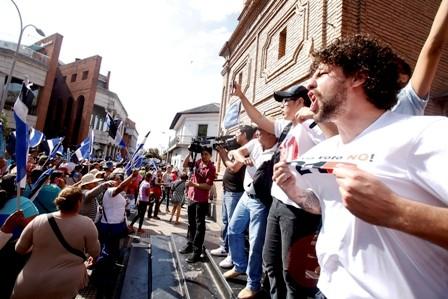 Festejo-patrio-concentra-la-atencion-por-protestas-del-21F