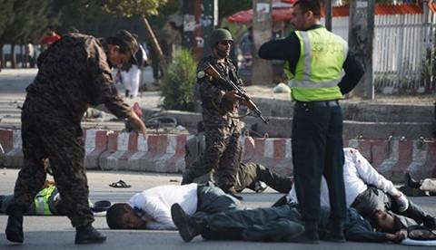 Ataque-suicida-deja-al-menos-11-muertos-en-Afganistan