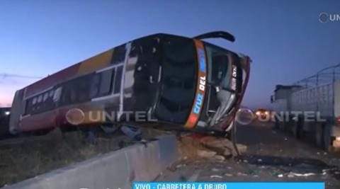 Bus-interdepartamental-vuelca-en-la-carretera-La-Paz-Oruro-y-deja-al-menos-8-heridos