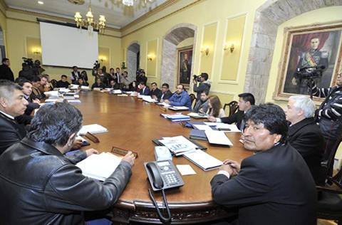 Evo-encabeza-ultima-sesion-de-gabinete-en-Palacio-Quemado,-la-proxima-sera-en-la-Casa-del-Pueblo