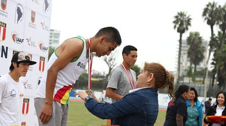 -Mendoza,-Baltazar-y-Arando,-con-podio-en-Peru