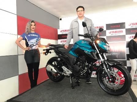 Presentan-la-nueva-motocicleta-FZ25-en-Bolivia-