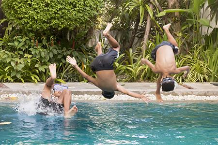 Conoces-el-verdadero-motivo-por-el-que-te-piden-que-te-duches-antes-de-entrar-en-la-piscina-