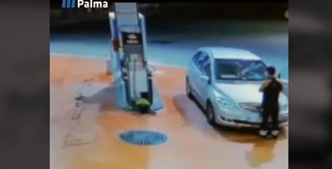 Una-mujer-atropella-a-un-empleado-de-una-gasolinera-cuando-intentaba-irse-sin-pagar