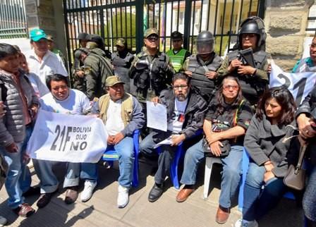 Protestan-por-21F-afuera-del-Tribunal-Electoral