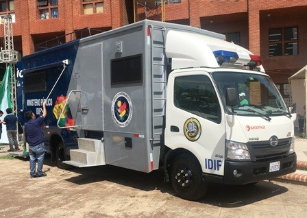 Unidad-movil-forense-ayudara-en-provincias-crucenas