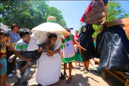 Cabanas-festejan-a--Santa-Cruz